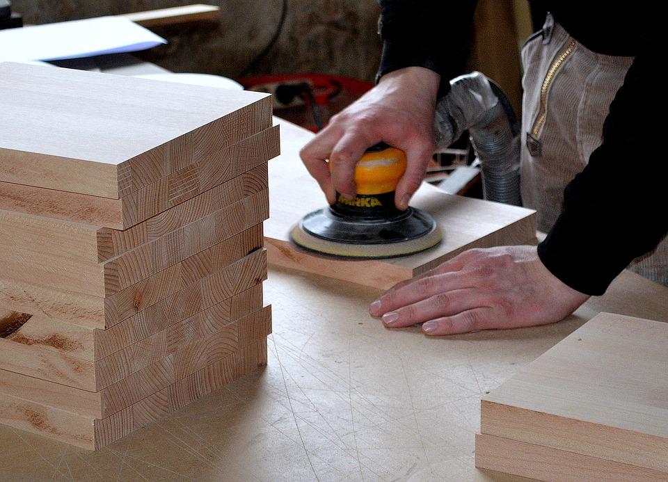 carpenter-3276186_960_720.jpg